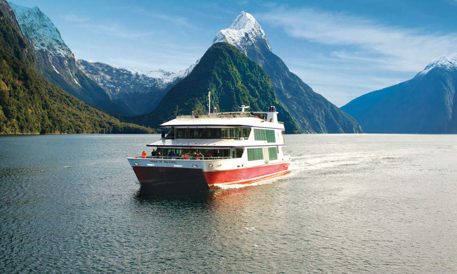 Scenic-Cruise-Milford-Sound-Southern-Discoveries